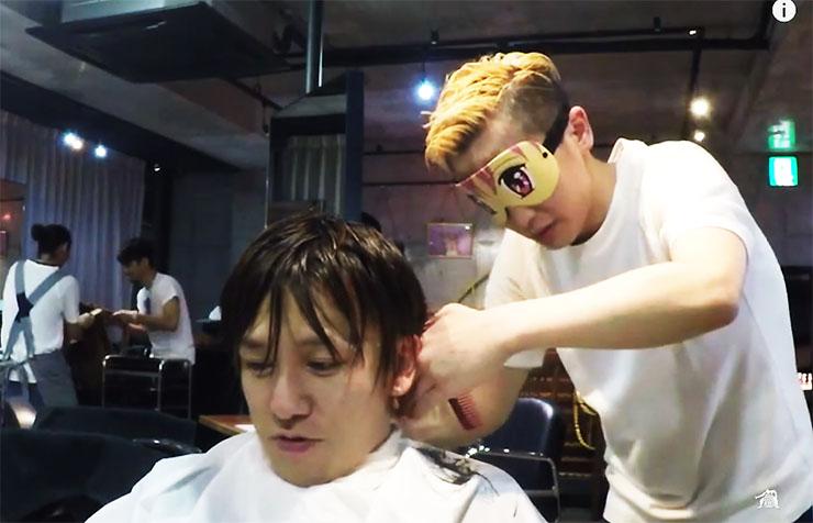 【ひどい】床屋で髪を切る男子を馬鹿にする女子「床屋で切ってる男子はすぐわかる! ウケる(笑)」