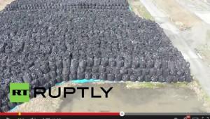 福島県の汚染土壌の山を海外メディアがドローン撮影 / 視聴者「日本はビーチに放射性物質を置いてるのか」