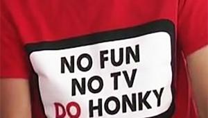 【炎上】実は差別語だった! フジ27時間テレビ公式シャツに書かれた「HONKY」の文字
