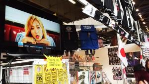 【衝撃】パリ『ジャパンエキスポ』で韓国業者が日本国旗をかかげ韓国グッズ販売 / 会場で問題視