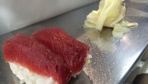 【衝撃】目の前の蛇口で手を洗いながら食べる立ち食い寿司『柳橋美家古鮨』