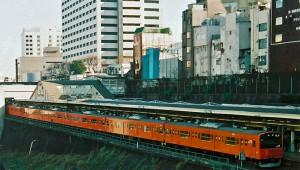 【悲惨】JR中央線が火災で運行停止 / 乗客が約2時間も車内に閉じ込められブチギレ
