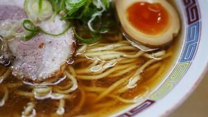 東京で一番おいしいラーメン屋『煮干鰮らーめん圓』で美食の真髄を味わう