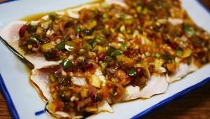 和食料理の巨匠が「おそらく日本で一番美味しい鳥刺し」と絶賛 / 鳥房