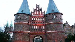世にも珍しい「あまりに重すぎてゆがんでしまった門」をドイツに見に行こう