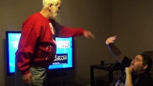 【激怒動画】ゲームばかりしてる孫に祖父がブチギレ! 工具でPS4を破壊する暴力事件発生