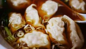 【激ウマ】雑居ビルの会議室みたいな店内で食べる『中国家庭料理大連』のスープ餃子