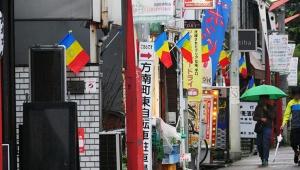 【徹底取材】なぜか11月18日だけ東京都杉並区方南町の街が「青黄赤の旗」だらけになる理由