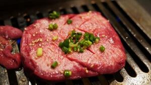 【衝撃事実】牛の舌を焼いて食べると美味しい事が判明! 騙されたと思って食べてみて!