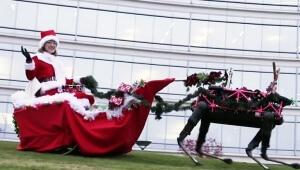 【衝撃】ロボットトナカイに乗って美人サンタがやってきた! ぶっちゃけ怖いんだが(笑)