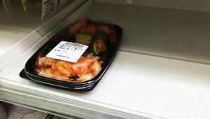 【衝撃】コミケ付近のアニメ系ローソンがバカ売れ / 惣菜コーナーはキムチ以外完売