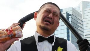 【衝撃】ダウンタウンの松ちゃんがコミケ会場に出現か / ファンからの記念撮影に応じる