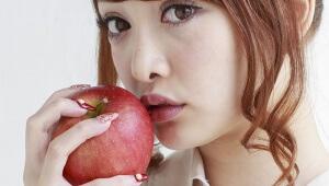 【衝撃】食べたリンゴをスマホで撮って送信! すぐ歯科衛生士が歯を診断してくれるぞ!