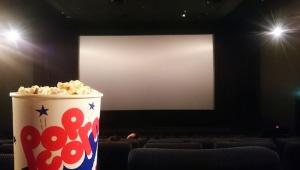 【激怒】映画マニア「映画館に食べ物を持ち込むヤツラは許せん! 持込禁止を徹底しろ! うまい棒禁止!」