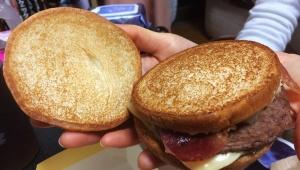【衝撃】マクドナルドが名前募集バーガーをテキトーに作って販売 / 購入者が苦言「ひどくない?」