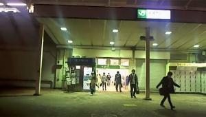 【衝撃】偽札をJR駅前に置いて「拾う人」「盗む人」を撮影 / ネット生放送で盗人を世界に配信