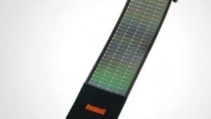 【便利】太陽に当てるだけで充電! 100グラム以下で充電池として使える「ソーラーラップミニ」が良い感じ