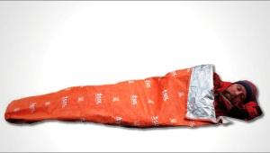 【緊急事態時】どこでも寝られる! わずか155グラムの実用的な寝袋アイテム「Escape Lite Bivvy」がスゴイ!