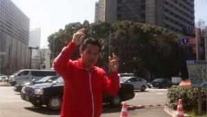 【独占スクープ写真】清原の元同僚・野村貴仁が警視庁前で記念撮影 / 野村「清原が保釈される日に上京した」