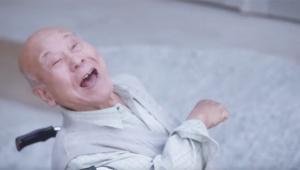 【憤怒】整骨院に階段しかなくて老人ブチギレ激怒 → 女子が重機で階段ぶち壊してスロープ化 → さらに老人激怒(笑)