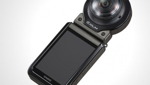 ワンシャッターで180度の全天周映像を記録できるCASIO Outdoor Recorder EX-FR200