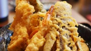 【最高】350円でうどん食べ放題! 500円で天ぷらも食べ放題! 最強のうどん屋「はなび」がマジで凄い!
