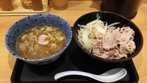 【最強】麺を肉に変更できるラーメン屋「舎鈴」が激しく大行列! 麺を食べずに肉を食べる客たち