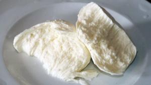 【激ウマ】フランス旅行をするならスーパーで100円モッツァレラチーズを買いましょう