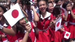 【衝撃】安倍総理を迎えたフィリピン人の歓迎っぷりがヤバイ! 安倍総理が好きすぎるオバサン乱入で一緒に自撮り(笑)