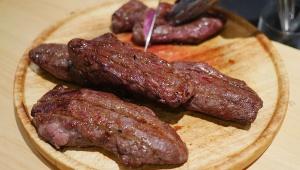 【衝撃】平成29年2月9日は極めて珍しい「肉肉の日」だったことが判明 / 肉マニア「ダブルミートの日です」
