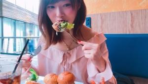 【最強美人】指原莉乃の食事中の写真が可愛すぎると大絶賛 / ファン「メシの写真なんてどうでもいい! 指原がカワイイ!」