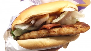【衝撃】マクドナルドが公式に「ベッキーバーガー」を発売! その味はゲスなほどウマかった(笑)