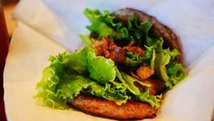 【激ウマ】モスバーガーが肉と肉で肉と肉をサンドした「にくにくにくバーガー」を発売! ある意味ヘルシーで大人気(笑)