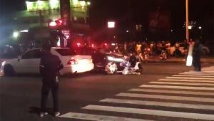 【衝撃】警察の行為に大絶賛! パトカーが暴走族に体当たりして動きを封じる動画が凄い / 珍走団が涙目