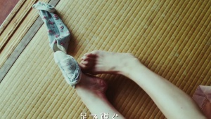 【革命】ロバート秋山のズボラすぎる動画に共感しまくり「洗った手をシャツでふく(笑)」「靴下を足で脱ぐ(笑)」
