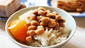 【衝撃】納豆に生卵を投入する食べ方は気持ち悪い? 約30%の人が「納豆に生卵はナシ」だと思っている事が判明