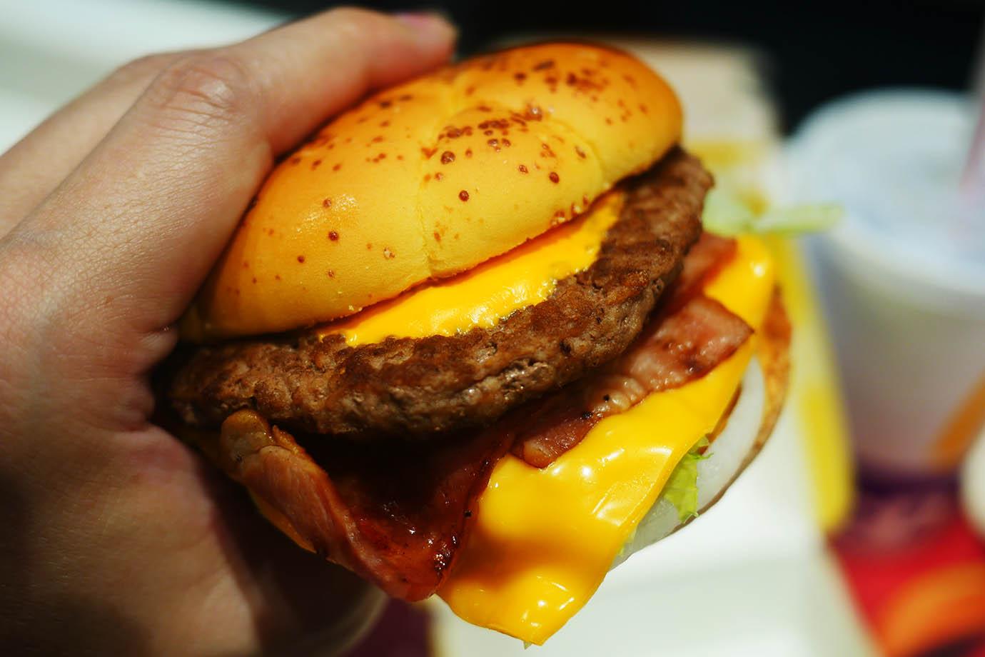 mcdonalds-american-deluxe-cheeseburger2