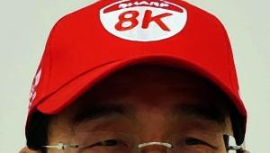 【天才】シャープ社長わざとダサい帽子をかぶる → 記者会見に出る → ダサすぎて話題に → 宣伝効果ありまくり