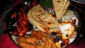 【酷い】美人カレー研究家女性が「インドではナンを食べません」と断言 / いや普通に食べますよ