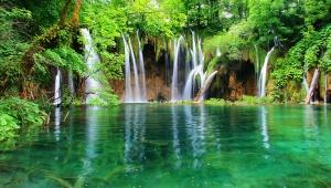 【絶景】無数の湖と滝が壮大な絶景を創造した地! プリトヴィッチェ湖群国立公園