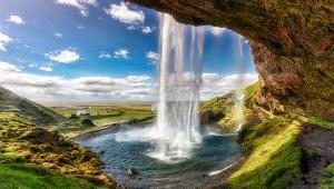 【絶景】世界でナンバーワンの絶景すぎる滝セリャラントスフォス / まるでファンタジー小説の世界