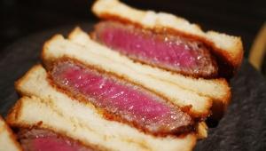 おそらく日本一のカツサンド / 焼肉屋SATOブリアンの「ブリカツサンド」を食べて涙する