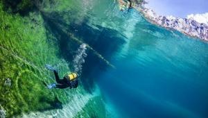 【最高の絶景】世界で唯一の「泳げる森」が絶景すぎる / 神秘の Gruner See に行ってみよう