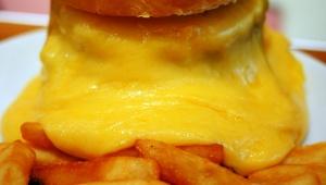 【極上】世界でいちばんフォトジェニックなチーズバーガーは味も一流だった / BURGER&MILKSHAKE CRANE