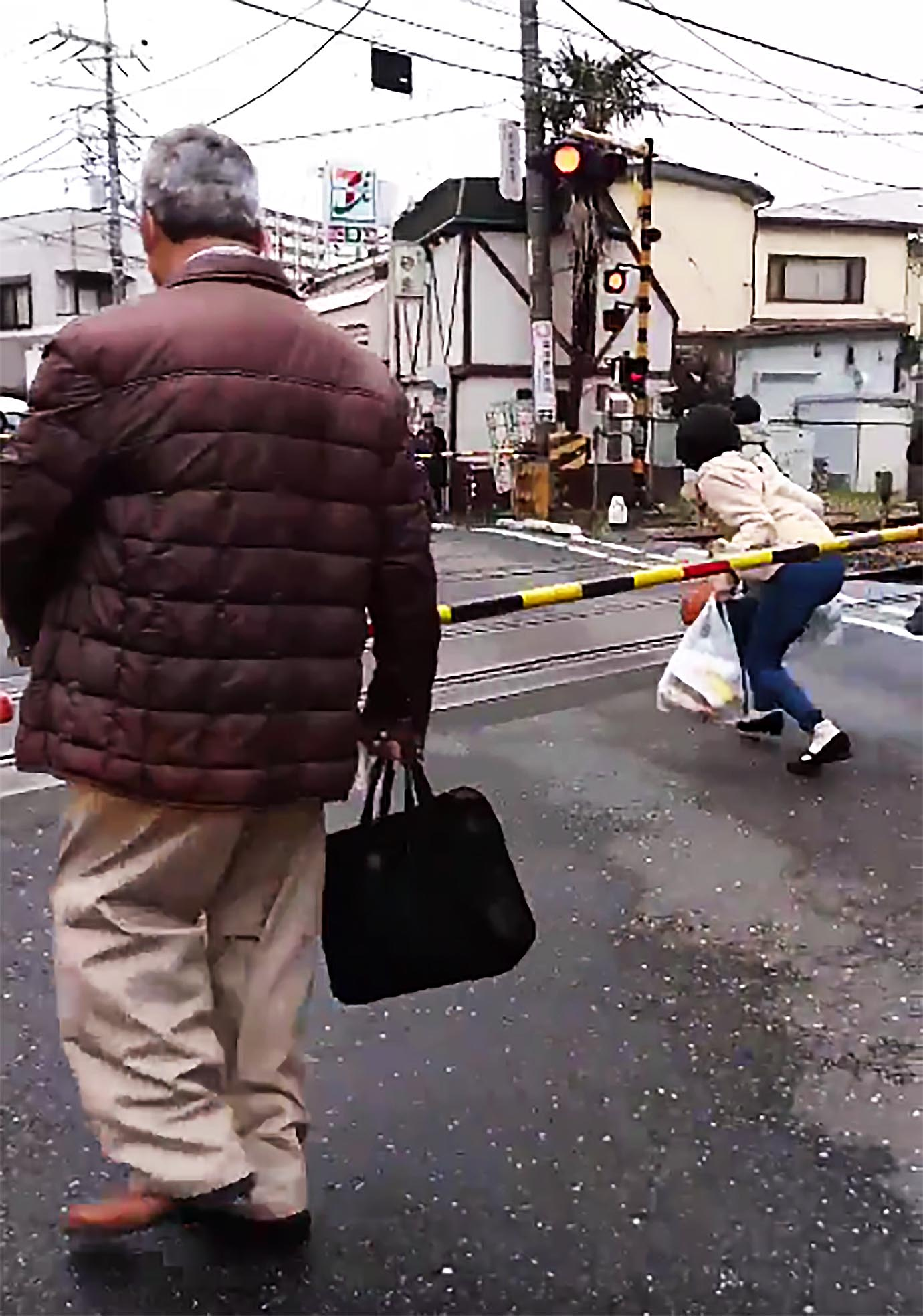 fumikiri-abunai