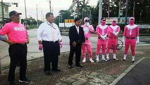 【これは酷い】石垣市長選がヤバすぎる! ピンク色の戦隊キャラクターで応援 / 女装キャラも登場「落選理由はキモいキャラのせいでは」