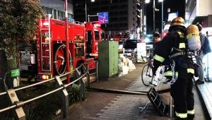 【緊急事態】JR五反田駅前で飲食店ビルが火事 / 2階飲食店から出火か「煙が駅まで届いて危険な状態」