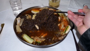 【革命的グルメ】金正恩のお土産「平壌冷麺」を食べてみた / おそらく世界で一番美味しい冷麺