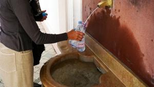 【衝撃事実】エビアンではエビアンが無料で飲める / しかし住民は採水が面倒なのでスーパーで買う(笑)
