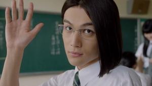 【驚愕】中川大志の怪演がパナイ / auのCM「意識高すぎ!高杉くん」に長髪メガネの細かすぎる新キャラが登場
